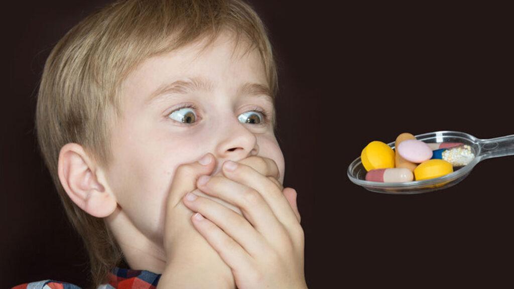 Hoe laat je een kind medicijnen innemen