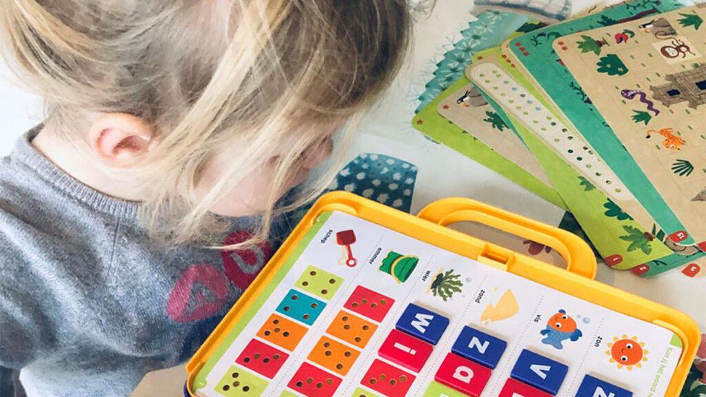 Koninklijke Jumbo doneert 4.000 educatieve Ik Leer spellen aan gezinnen die met weinig rondkomen via het Jeugdeducatiefonds