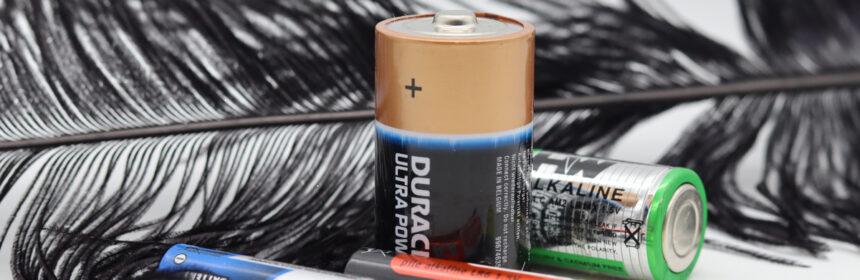 Kinderen en batterijen: dit zijn de gevaren en hier let je op!