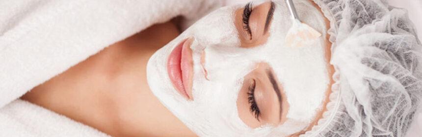 Het gebruik van een gezichtsmasker
